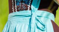 Noeud à gauche d'une robe bavaroise, d'un dirndl.